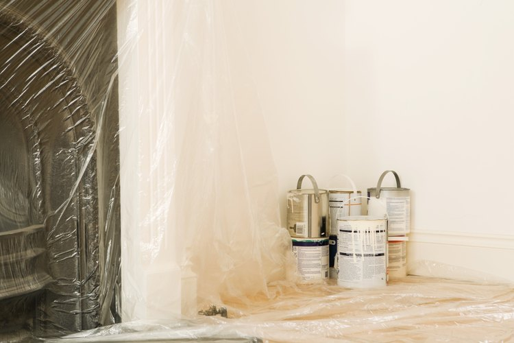 Usa pintura para crear un muro decorativo imitación piedra.