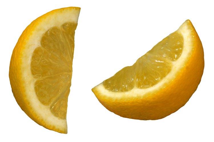 La corteza blanca del limón es amarga.