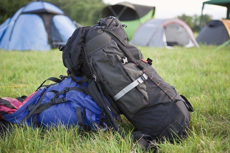 Lleva una tienda de campaña en tu mochila para tu viaje de fin de semana.