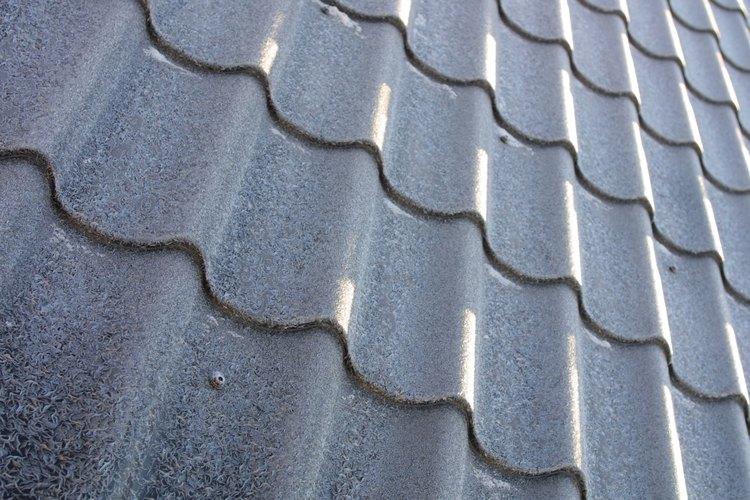 Puedes colocar un tejado de metal como techo.