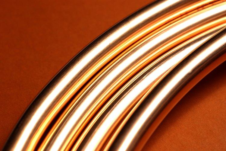 Los contratistas profesionales a menudo recomiendan los tubos de cobre porque duran más.