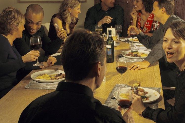 En una cena a la canasta, los invitados llevan sus propias recetas.