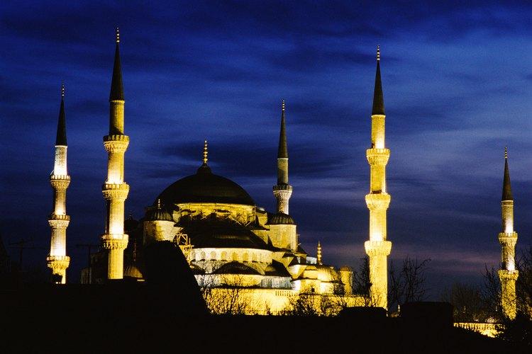 Los musulmanes convirtieron la catedral ortodoxa de Hagia Sophia en una mezquita en 1453.