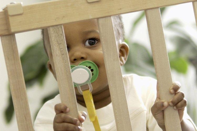 Los chupetes pueden ayudar a tranquilizar a los bebés inquietos.