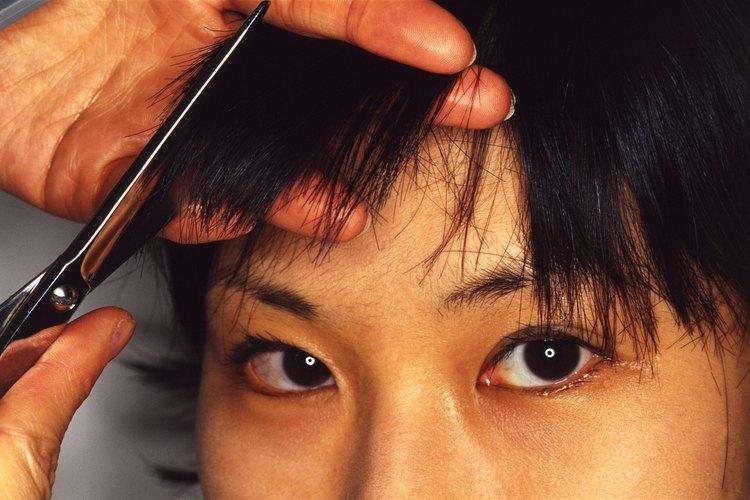 Si tiñes tu cabello de color negro puedes cubrir las canas.