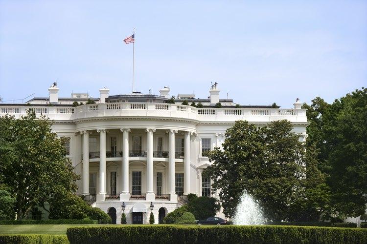 Sé respetuoso al dirigirte al Presidente.