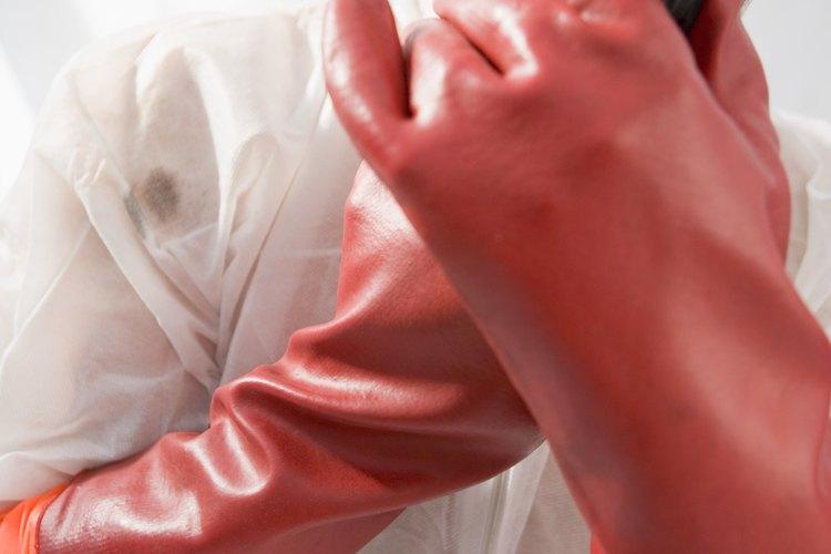 Se deben tomar las precauciones adecuadas cuando se utilizan decapantes químicos.