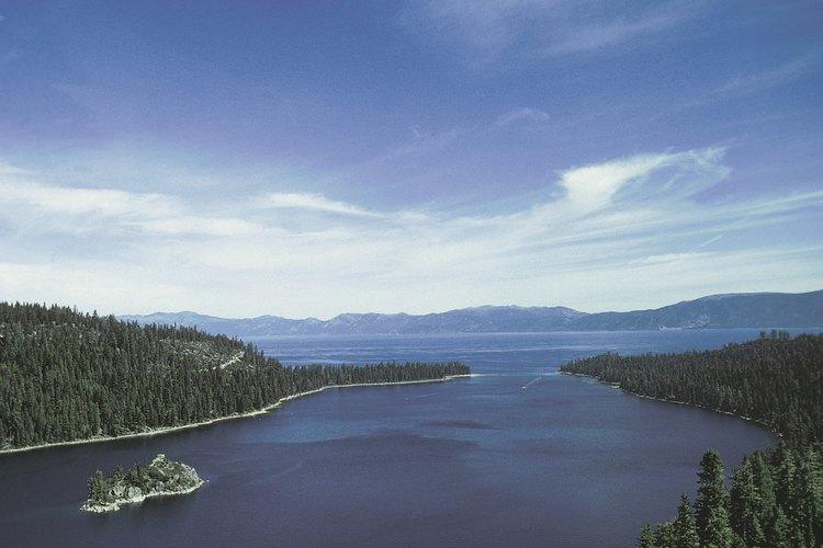 Emerald Bay de Lake Tahoe es una de muchas vistas impresionantes en El Dorado County.