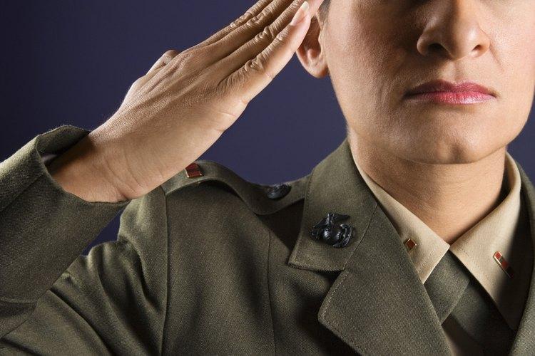 Las diferentes ramas del ejército tienen sus propias tradiciones para las ceremonias de boda.