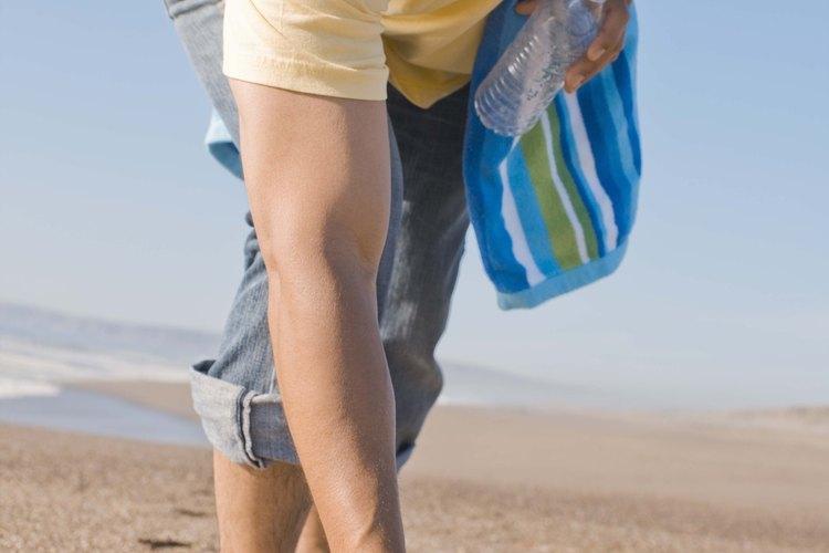 Si ves basura en la playa, no la dejes ahí. Lleva los plásticos para reciclarlos.