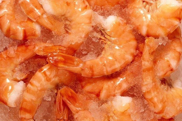 Mantén fríos los camarones hasta que estés listo para cocinarlos o servirlos.