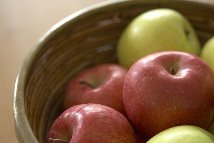 Usa frutas de utilería para enseñar frutos del Espíritu a los niños.