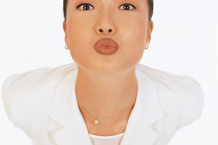 Suaviza tus labios con productos fáciles de encontrar.