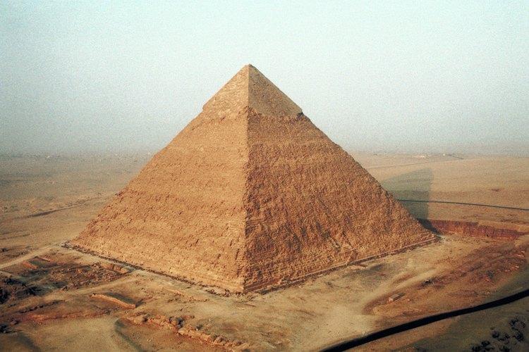 Las pirámides de Egipto son una de las formas de pirámide más identificables del mundo.
