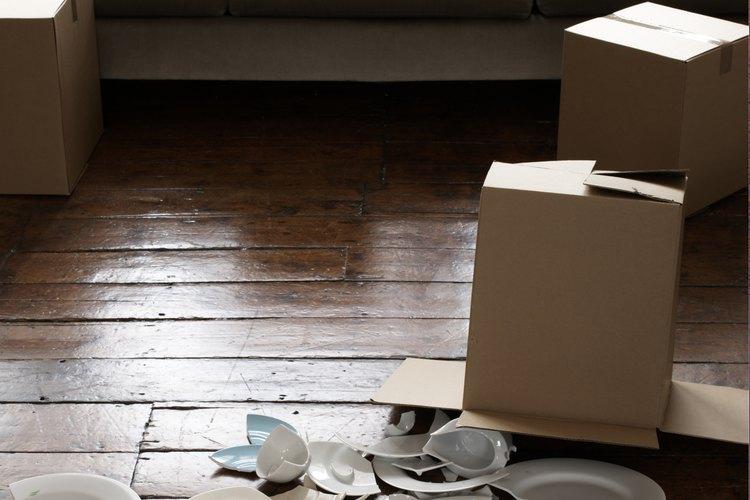 No te deshagas de tus platos rotos sin tratar de repararlos primero.