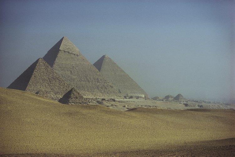 Egipto está definido tanto por las dunas del Sahara, como por sus pirámides.