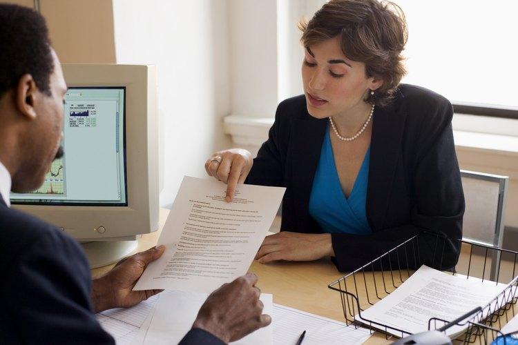 La descripción del puesto ayuda al empleado a entender cómo sus funciones se relacionan con los objetivos de la empresa.