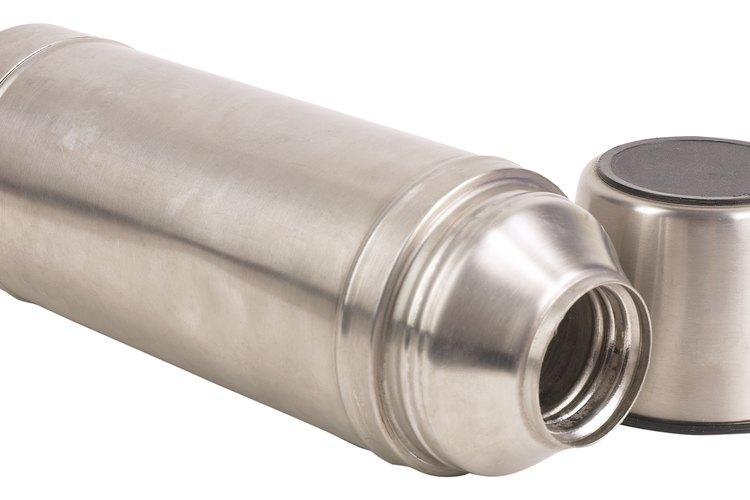 Los envases térmicos están diseñados para mantener la temperatura de las bebidas.