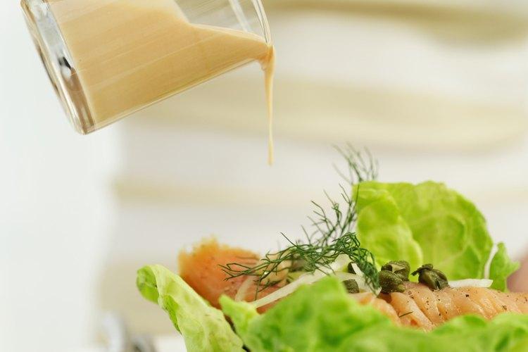 No agregues aderezo hasta inmediatamente antes de servir la ensalada.