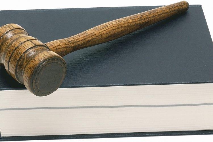 Consulta a un abogado para entender mejor los problemas de violación de derechos civiles constitucionales y federales.