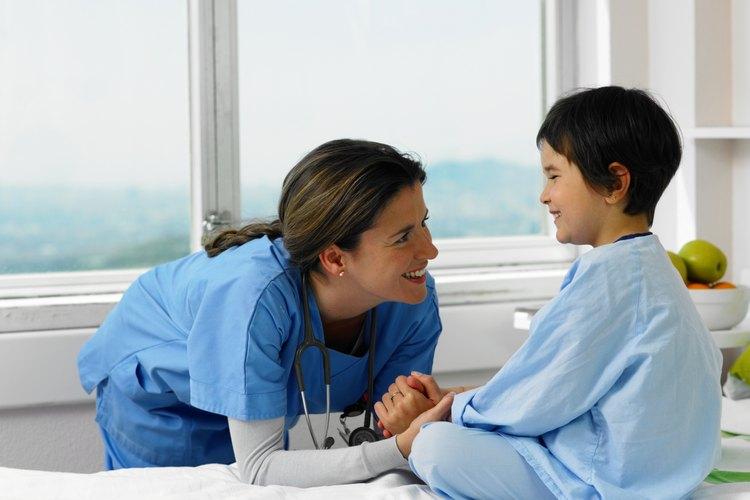 Si no puedes detener la hemorragia por tu cuenta después de 10 a 20 minutos, y tu hijo comienza a sentirse débil o mareado, obtén atención médica inmediatamente.