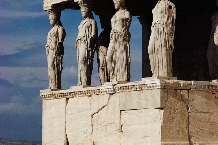Tanto los romanos como los griegos construían templos para honrar a sus dioses, como este de Atenea, diosa griega de la sabiduría y la guerra. Su contraparte romana fue la diosa Minerva.