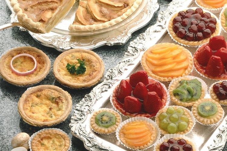 Las tartas oscilan mucho en tamaño y amenudo se rellenan con fruta.