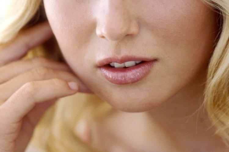 Mantén el rubor localizado en las caras redondas.