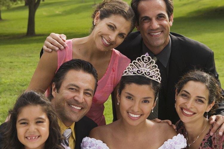 Una fiesta de XV años es una celebración de bienvenida a la edad adulta para las adolescentes.