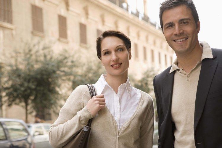 La vestimenta informal de un centro turístico involucra una colección de estilos clásicos.