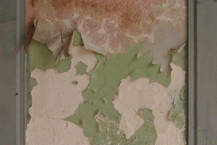 C mo arreglar la pintura descascarada de las paredes - Quitar las humedades en las paredes ...