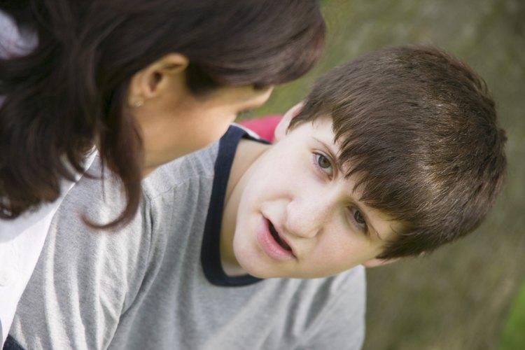 Inicia una conversación preguntándole a tu hijo sobre que te comente sobre los aspectos más importantes de la actualidad.