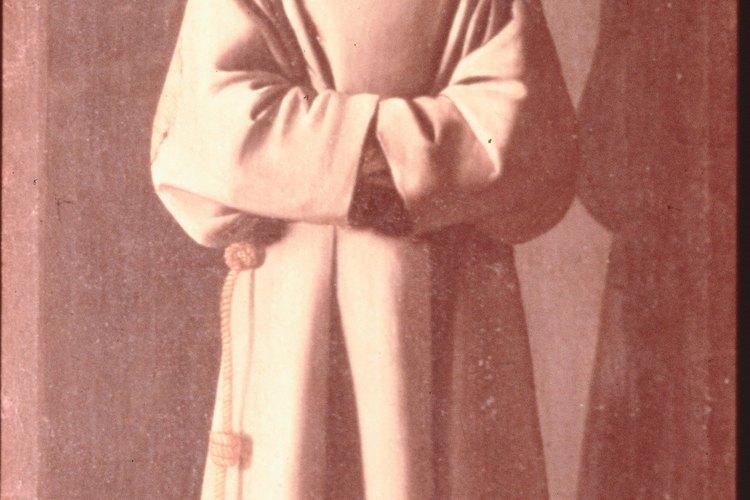 Los monjes de la edad media usaban batas largas con capucha.