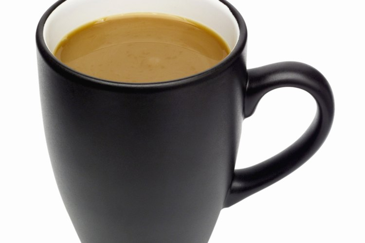 Cada vez que tome un trago en esa taza de café recordará que tú le diste este regalo y se reirá.