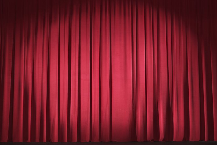 Los teatros utilizan pesados paños con largos pliegues que absorben el sonido.