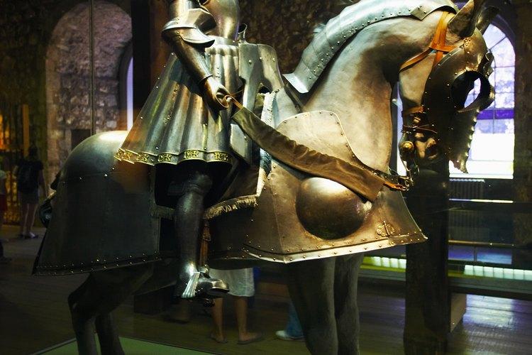 Los reyes y las reinas vestían prendas lujosas durante la era medieval.