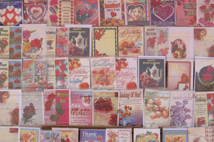 Habla desde el corazón al escribir una tarjeta de condolencias para un amigo cercano.