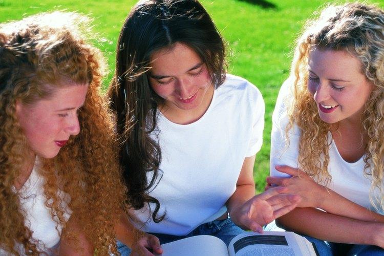 La mejor manera de aprender inglés incluye no solamente clases de gramática sino clases donde se utilice como lenguaje principal.