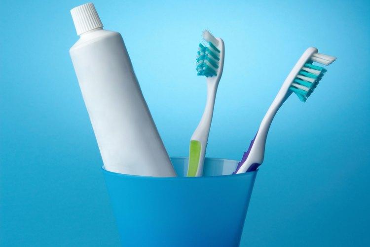 Si estás haciendo pasta de dientes, la mezcla tendrá una consistencia pastosa.