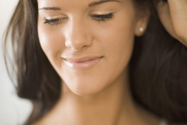 El rojo es, con frecuencia, un reflejo natural para el cabello castaño.
