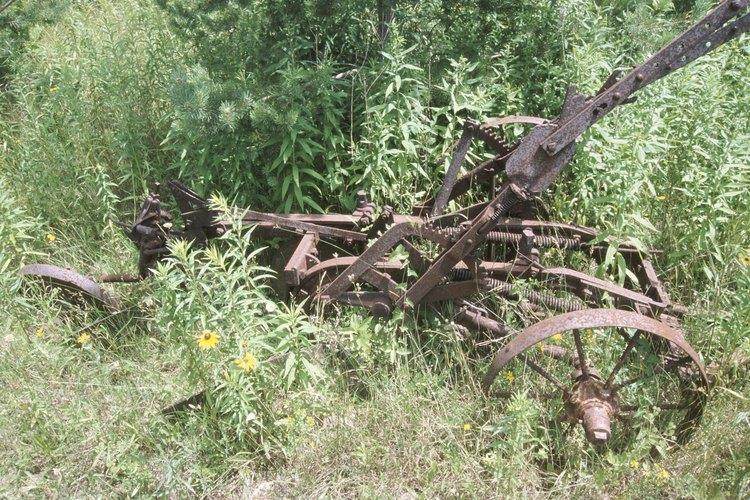 Imita la construcción de un arado antiguo usando partes de bicicletas.