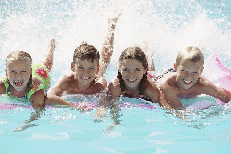 Los niños de edades entre 5 y 9 años tienen el riego más alto de quedar atrapados en el drenaje de una piscina.