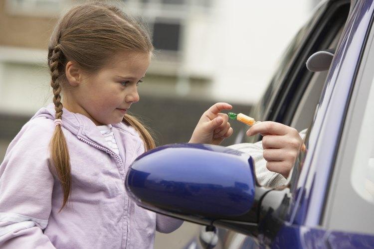 Explica a los niños qué hacer cuando enfrenten una situación de riesgo.