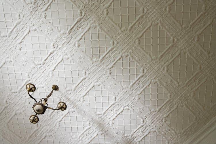 Determina cuándo se añadió el yeso o el acabado de las paredes de la casa.