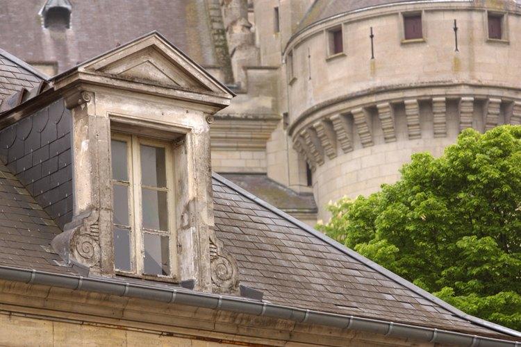 Las ventanas abatibles franceses te ayudan a controlar mejor la cantidad de brisa natural que entra a tu hogar.