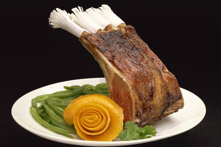 Muchas hierbas frescas y secas les dan sabor a los platos de cordero.