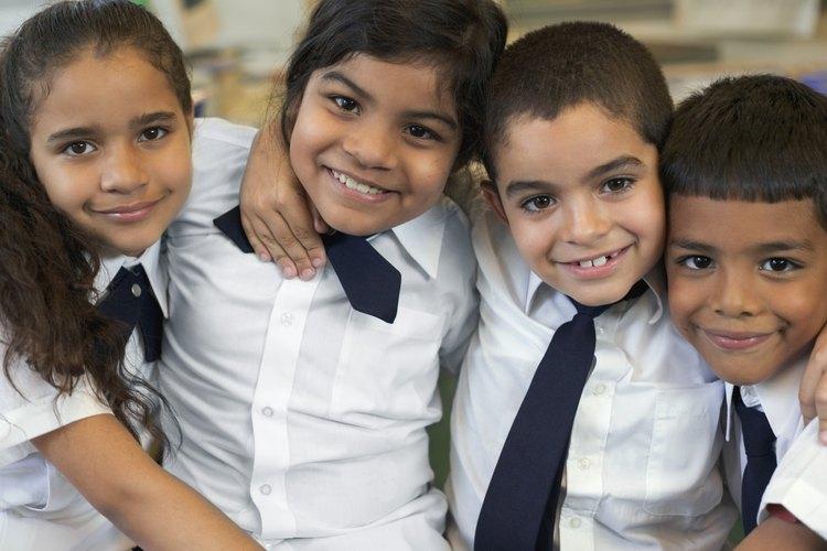 Los uniformes escolares refuerzan la idea de que todos los estudiantes son iguales, a pesar de la diversidad de razas y culturas.