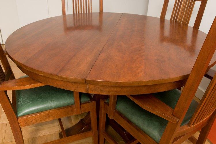 El barniz de aceite corto pule con un acabado alto en brillo, ideal para mesas y muebles interiores.