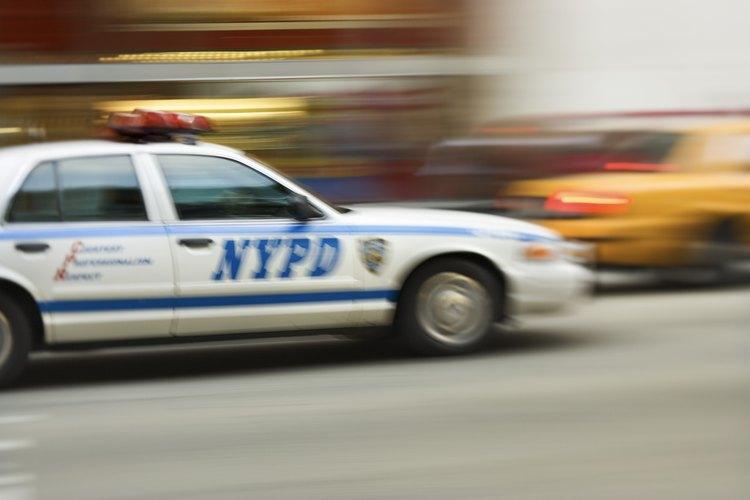 Perseguir un vehículo en fuga es un aspecto peligroso del trabajo de un policía.