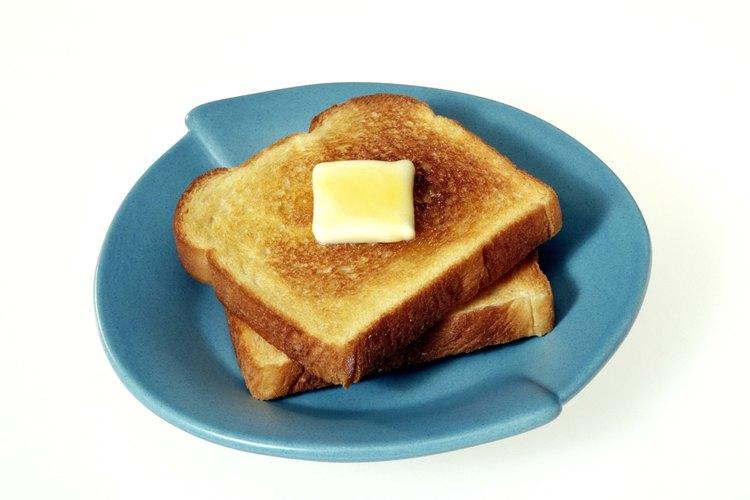 Esparce una capa ligera de mantequilla en el fondo del molde.
